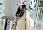 王艳机场穿阔腿裤显瘦,实力证明长得不漂亮真的和胖没关系!
