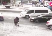 淄博多车连撞,交通管控加强,交警:恶劣天气选择绿色出行