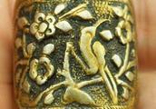 这枚古戒博物馆不收藏,专家鉴定是真品,但却不肯多说什么