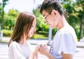 男人爱上你了,即使嘴上不说,但这些身体语言会告诉你
