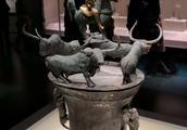 图说滇文化神秘气质,亮点是小猎狗捕食大动物和部落首领的储钱罐