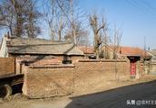 农村出现了很多空心村,房屋破败不堪也不重修,看了有点心酸
