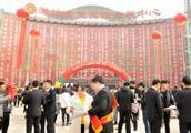 三线城市山东潍坊一年当中最大的春季招聘会现场