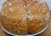 不用高筋粉,不用烤箱,不用黄油,也能做出柔软的拉丝面包,超棒