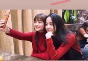 欧阳娜娜与网红Susan苏同框自拍,笑容甜美少女感十足