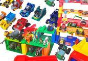 早教小玩具:漂亮小汽车停放立体车库