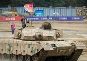 巴基斯坦迎来数百辆新型坦克的军列,印度的反对也没有用