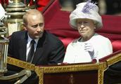 普京16年前访问英国,获查尔斯接机,二人相差4岁但容貌差别很大
