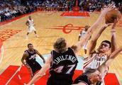 篮球名人堂首位中国人,他的努力超过天赋,值得被所有人尊重