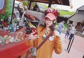 唐嫣迪士尼游玩,老公视角的照片太美了