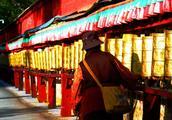 西藏的冬天,有倾城的阳光,有朝圣者来来往往