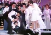 天王刘德华献唱不小心醉倒在舞台,张学友赶紧上去把华仔拉起来!