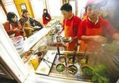 4个低成本可操作的赚钱项目:春节摆摊卖小吃,一天赚1000+!