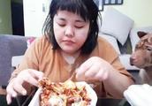 胖成200斤却获评美貌一点都不减!这个吃播的小姐姐私下也挺圈粉