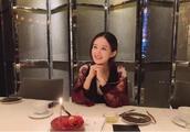 带你看看赵丽颖的豪宅,家里堆满各种鲜花礼物,冯绍峰太疼爱她了