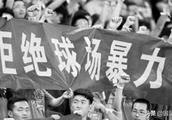 鞋钉猛踩头,替补教练全部参战,中国足坛再现恶劣暴力冲突