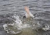 暖心!湖北阳新昨天一小伙跳入千岛湖水中救起一名落水女子