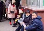艺考妈妈机场崩溃痛哭!浙江传媒学院人性化补考暖人心
