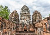 曾经的泰国首都,如今成了落后小城,15块钱就能存活一天!