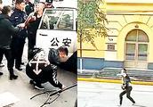 实拍:哈尔滨一男子手持双刀拦路砍人 民警用防爆叉瞬间制伏