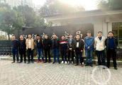 上海大众14员工被前同事贷款400万用于网赌,银行称借贷不需本人到场