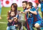 这是一个足球界被球迷熟知的爱情故事,球王梅西和妻子安东内拉
