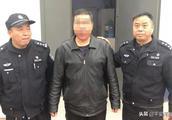 一出租车司机违章停车且辱骂交警 被依法行政拘留