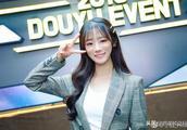IG夺冠Rookie终于公布恋情 女友是英雄联盟官方主持人