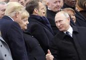 """普京与特朗普在巴黎多次互动,竖大拇指一幕""""看呆""""默克尔"""