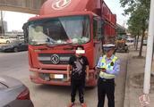 办假证上路以备不时之需,货车司机被查拘留后悔晚矣