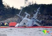 挪威:被撞翻的海军护卫舰打捞出水