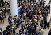 韩粉丝为见偶像买机票后再退票!现场混乱不堪引旅客不满