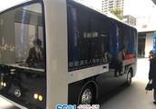 """首台""""四川造""""新能源无人驾驶公交车亮相 外形酷似移动包厢"""