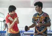 听说张怡宁要来,这里的乒乓球拍销售一空!中乒院巴新训练中心成立有哪些幕后故事?