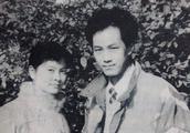 冯远征晒与太太合照庆祝银婚:二十五年相互陪伴