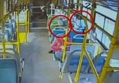 小学生乘公交被中年男骚扰 向司机求助:叔叔我害怕