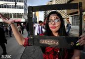世界多地女性街头游行 迎国际反家庭暴力日