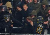 图片报:杜塞尔多夫球迷赛前与警察发生流血冲突