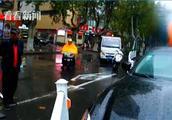 玛莎拉蒂撞断护栏 司机不报警把车丢了跑进商场?