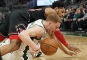 篮球——NBA常规赛:雄鹿胜公牛