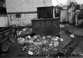 两处垃圾点垃圾未及时清运 周边环境卫生受影响