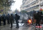 """法国政府寻求与""""黄背心""""代表对话 遏制事态发展"""