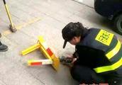 福清市城管大力整顿私自安装地锁现象