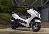 本田新款大踏板摩托车上市,带给我们不一样的驾驶风格!
