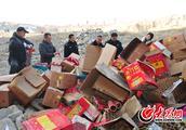 罗庄警方集中销毁700余万响非法烟花爆竹