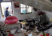 今早宝应一村民家液化气泄漏爆燃一人被炸伤