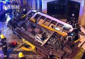 葡萄牙有轨电车出轨倾覆 28人受伤电车严重受损