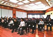 网上发虚假招聘信息骗钱 13人受审