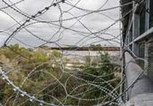 特朗普视察美墨边境前夕 附近小镇发现21具尸体