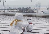 孙怡自曝女儿热衷于捡垃圾 晒萌娃堆雪人近照